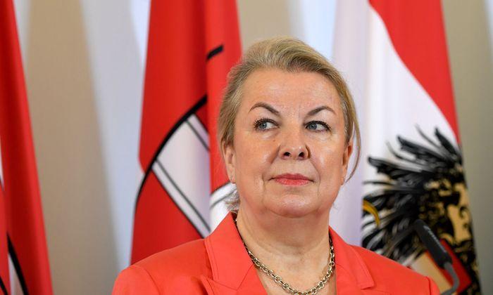 Sozialministerin Beate Hartinger-Klein (FPÖ) l