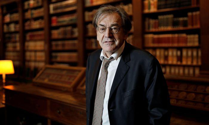 Er trauert um eine Kultur, die er als Kind von Flüchtlingen lieben lernte: Alain Finkielkraut in der Bibliothek des Institut de France, Sitz der Académie Française.