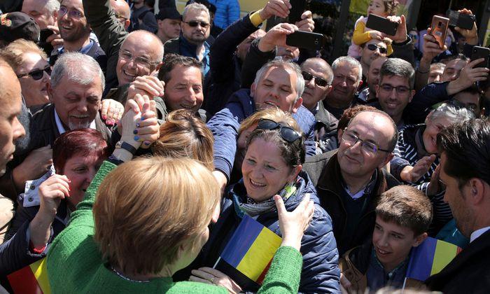 Kanzlerin Merkel wurde in Sibiu (Hermannstadt) vor allem von deutschstämmigen Bürgern begeistert empfangen.