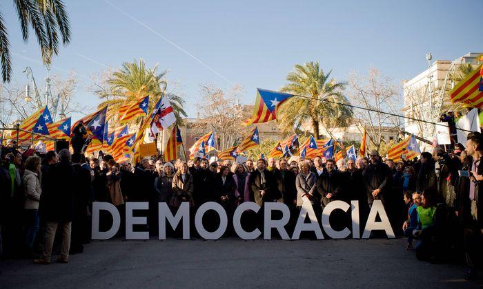 February 6 2017 Barcelona Catalonia Spain Former Catalan President Artur Mas and members of t