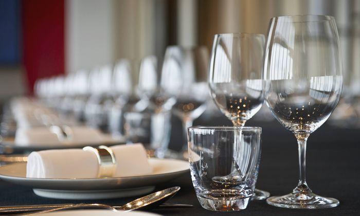 Die Besucher hätten einen Bordeaux um 260 Pfund (299,47 Euro) bestellt.