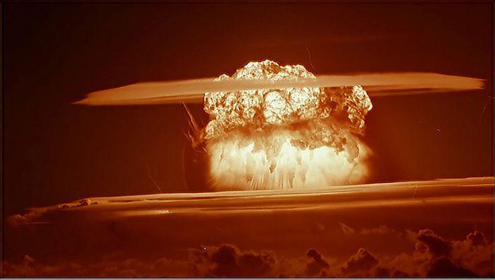 "Atomexplosion (hier allerdings der US-Atomtest ""Castle Bravo"", März 1954, Bikini Atoll, Marshall Islands)"