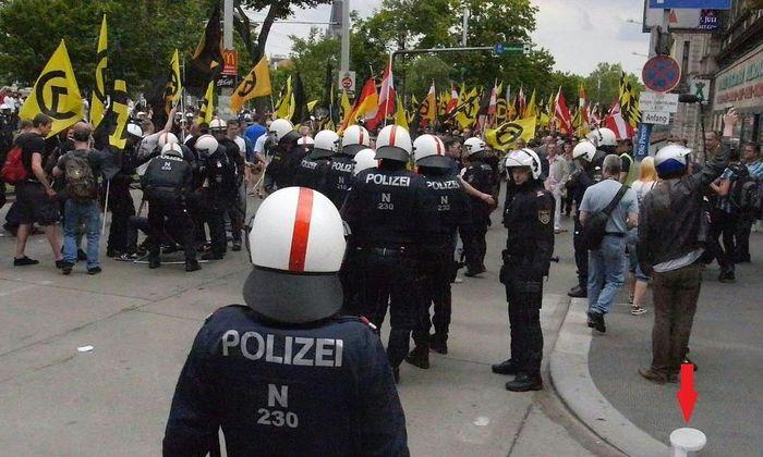 Die Polizei war rund um Demo der Identitären und Gegendemo mit über 1000 Mann im Einsatz.