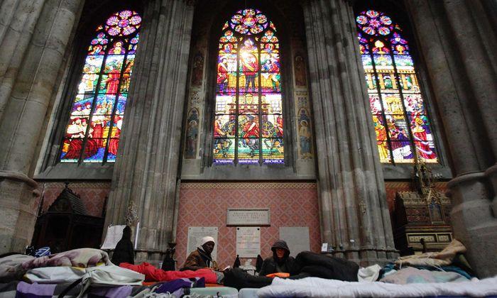 Die Menschen harren seit Mitte Dezember in der Votivkirche aus, um ihre Forderungen durchzusetzen.