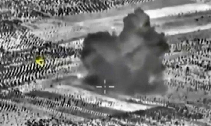 Bilder von einem Luftangriff auf Maarat al-Numan.