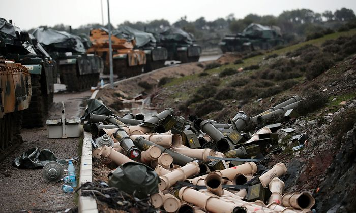 Die Türkei schickte Panzer nach Syrien - auch in Deutschland produzierte Leopoard-2-Panzer.