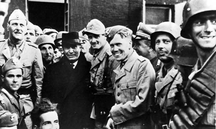 Benito Mussolini und seine Befreier. Links neben ihm ist Otto Skorzeny zu sehen.
