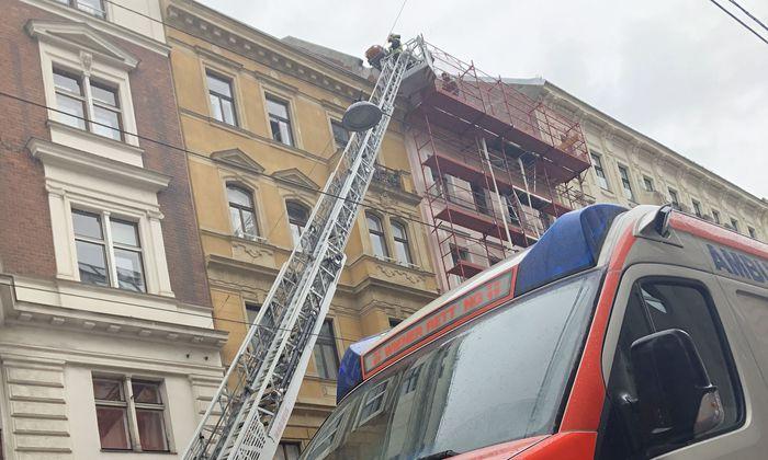 Mann stürzt auf Baustelle in Wien-Josefstadt ab