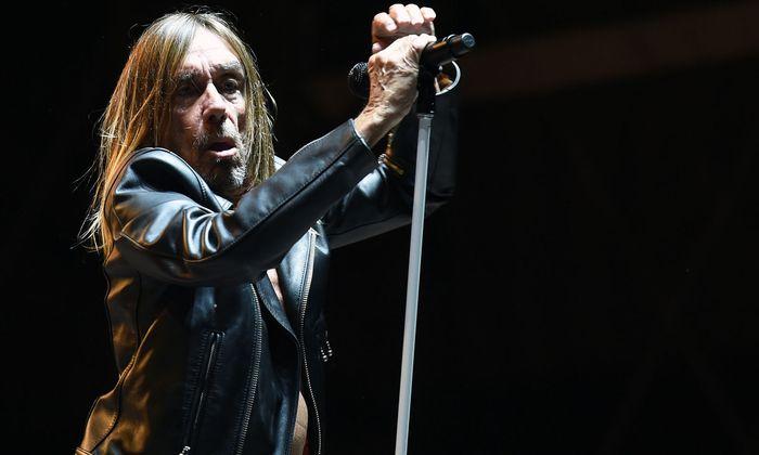 """Iggy Pop stand 2016 beim """"Rock in Vienna"""" auf der Bühne."""