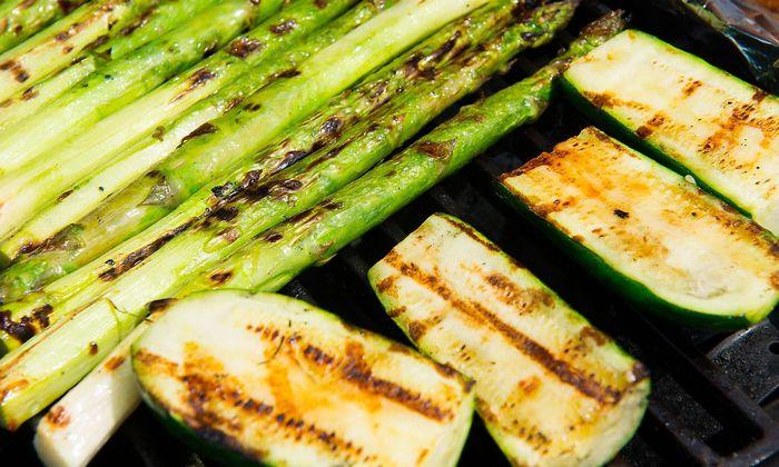 delicious grilled zucchini and asparagus on barbecue PUBLICATIONxINxGERxSUIxAUTxONLY Copyright xarn