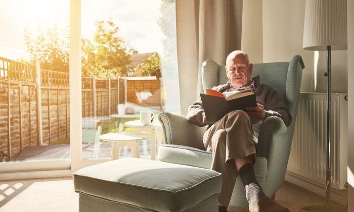In den eigenen vier Wänden alt werden: Der Trend geht zum neuen kleinen, barrierefreien Alterssitz mit Betreuung auf Wunsch.