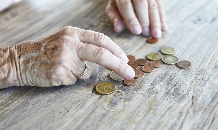 """""""Frauen haben weniger gespart, sie haben ein geringeres Einkommen, weniger Aktien und auch eine niedrigere Pension"""", sagt Angelika Slavik."""