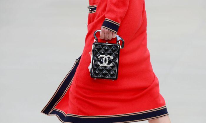Nach dem Tod von Karl Lagerfeld hat Virginie Viard das Design-Ruder übernommen.