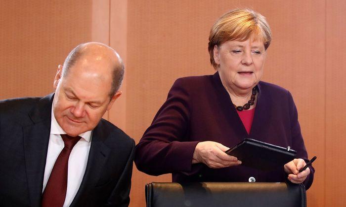 Olaf Scholz und Angela Merkel.