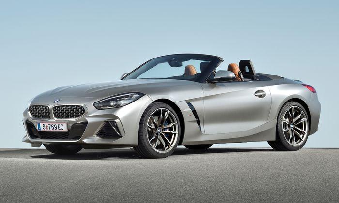 BMW Z4 mit Stoffverdeck, auf diesem Bild am Ort seiner Bestimmung: im Verdeckkasten. Der in Österreich gebaute Roadster bleibt an Fahrfreuden nichts schuldig.