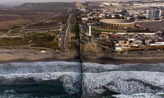 Luftansicht des Grenzzaunes zwischen den USA und Mexiko (Tijuana). Im Streit um die Mauer ist kein Kompromiss in Sicht.