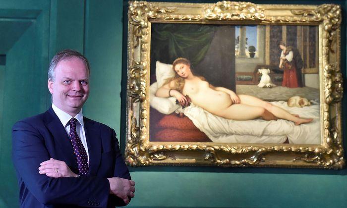"""Uffizien-Direktor Eike Schmidt mit Tizians """"Die Venus von Urbino"""""""