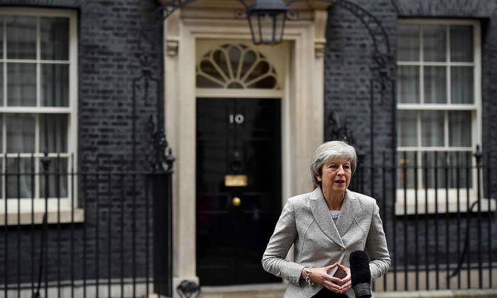 Theresa May muss reden, reden, reden.