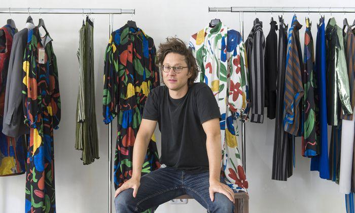 Arthur Arbesser (hier im temporären Wiener Pop-up-Store) will früher oder später einen eigenen Shop aufmachen. Ob in Wien oder Mailand, ist noch offen.