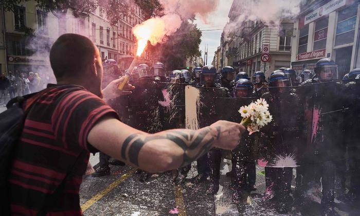 Frankreich versinkt im Chaos: Proteste und Streiks gegen die unbeliebte Arbeitsmarktreform legen seit Wochen das Land lahm.