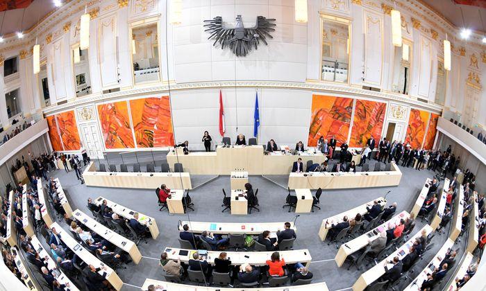 Ein Blick in den Großen Redoutensaal im Rahmen einer Sitzung des Nationalrates im Ausweichquartier in der Hofburg.