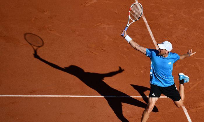 Dominic Thiem holt am Montag in Paris zu seinem vierten French-Open-Viertelfinale in Folge aus.