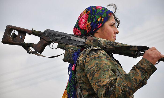 Eine Kämpferin der sogenannten Frauenverteidigungseinheiten der YPG-Miliz. Sie kämpften in Syrien gegen den IS, Ankara sieht in ihnen Terroristen.