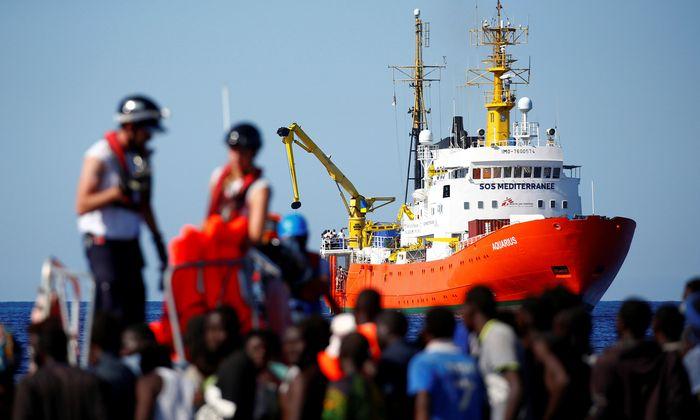 MV Aquarius (Archivbild) hilft trotz vielerlei Widerstände seit 2016 Migranten auf ihrem Weg von Libyen nach Europa.