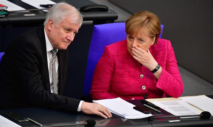"""Innenminister Horst Seehofer wollte seinen """"Masterplan Migration"""" vorstellen. Kanzlerin Angela Merkel kam ihm in die Quere."""