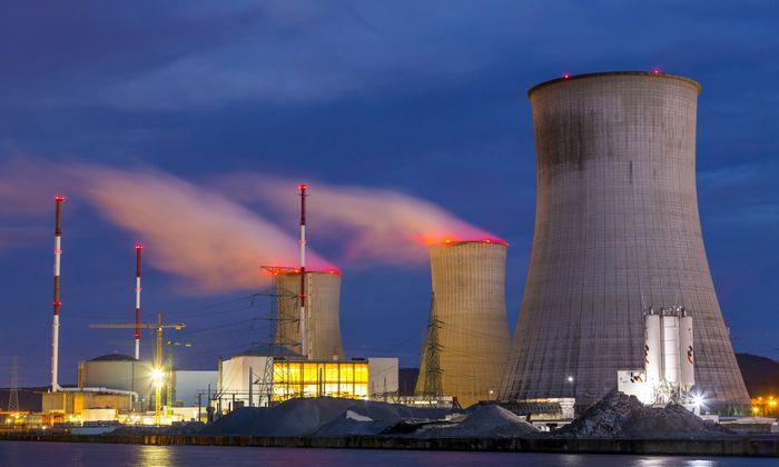 Kernkraftwerk Tihange in Huy Wallonien Belgien an der Maas betrieben vom belgischen Konzern Elec