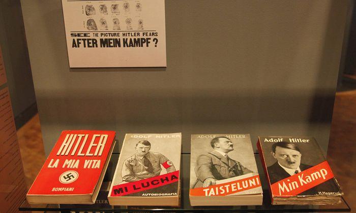"""Von """"La Mia Vita"""" bis """"Min Kamp"""": Übersetzungen von Hitlers bekenntnishafter Kampfschrift auf Italienisch, Spanisch, Finnländisch und Norwegisch liegen hier im Deutschen Historischen Museum in Berlin auf."""