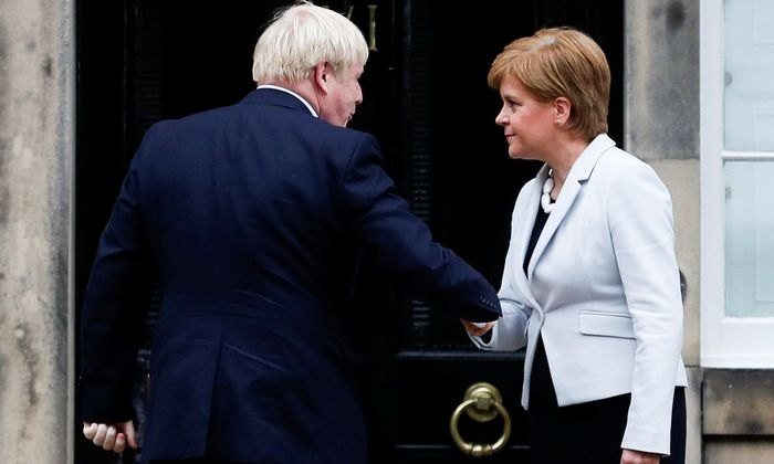 Sturgeon mit Johnson