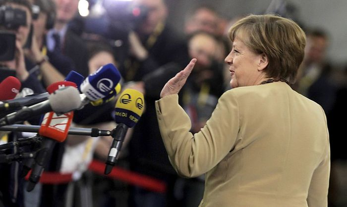 Angela Merkel hat beim EU-Ost-Gipfel in Riga an mehreren Fronten zu vermitteln.