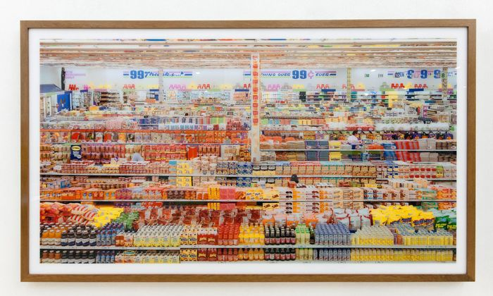 """""""99 Cent"""" von Andreas Gursky – die Fotografie wurde 2006 bei Sotheby's für 2,26 Millionen Dollar verkauft."""