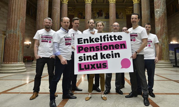 """Neos richten SPÖ aus: """"Legen uns nicht mit jedem ins Bett"""""""