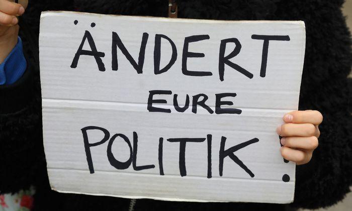 """Symbolbild: Demonstranten von """"Fridays for Future"""""""