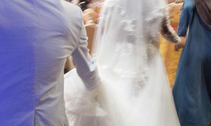 Symbolbild. Ist einer der beiden Ehepartner nicht 18 Jahre alt, ist die Ehe künftig in Deutschland nicht gültig.