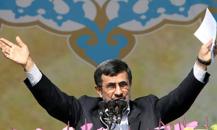 Ahmadinejad gegen Larijani Teheraner