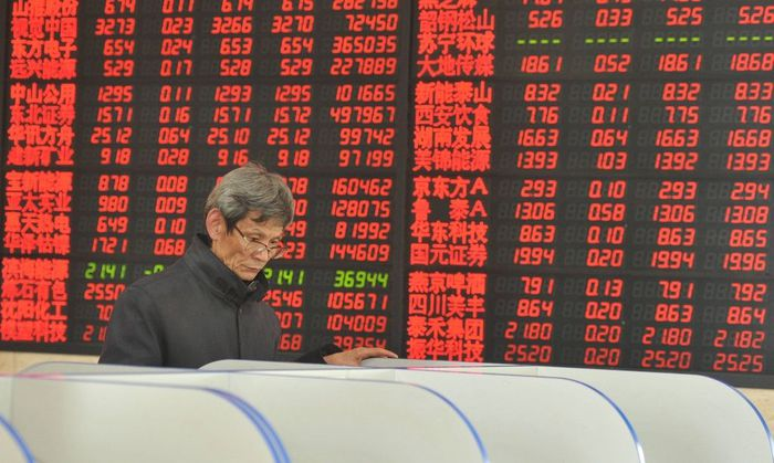 FUYANG CHINA JANUARY 06 CHINA OUT An investor observes stock market at an exchange hall on Jan