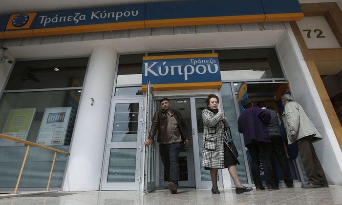 Griechische Buerger sollen Geld