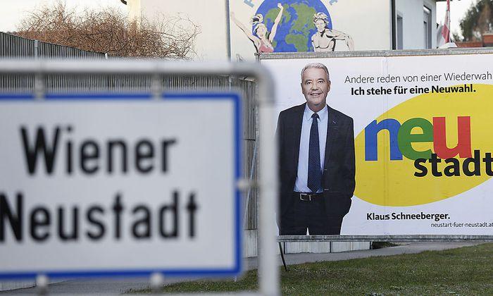 Klaus Schneeberger (ÖVP) verdrängt die SPÖ aus dem Bürgermeisteramt in Wiener Neustadt.