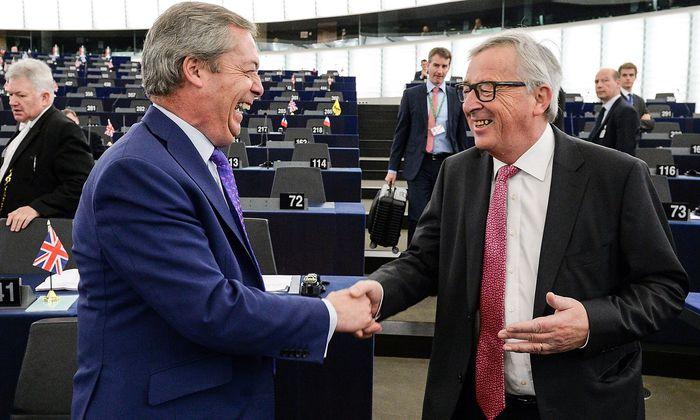 Zwei Brexit-Kontrahenten im EU-Parlament in Straßburg: Nigel Farage und Jean-Claude Juncker.