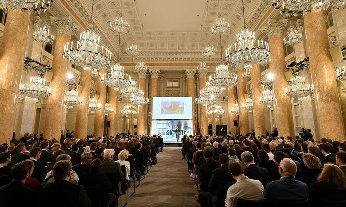 Staatssekretärin Karoline Edtstadler (ÖVP) bei der Gedenkveranstaltung gegen Gewalt und Rassismus im Gedenken an die Opfer des Nationalsozialismus in der Wiener Hofburg