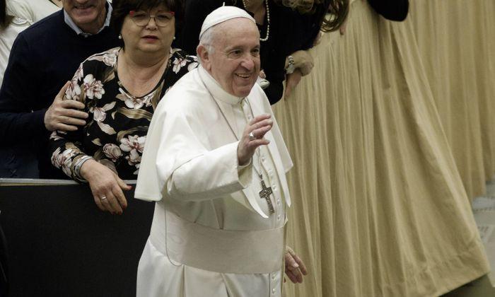 """Papst Franziskus hat den Kampf gegen den sexuellen Missbrauch von Kindern als eine """"dringende Herausforderung"""" bezeichnet"""