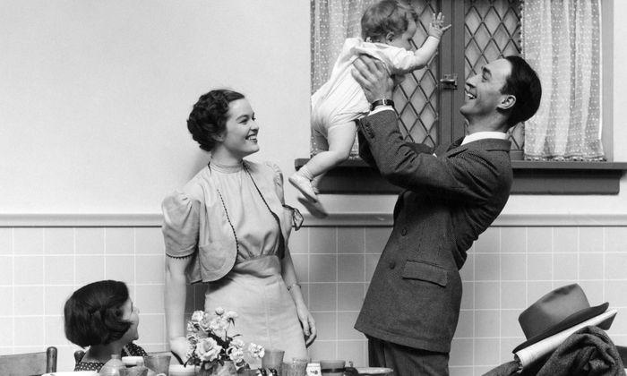 Mama Hausfrau, Papa nur abends und am Wochenende – das war einmal. Heute arbeiten meist beide Elternteile.