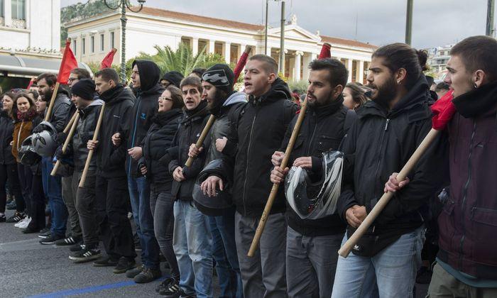 In Griechenland sorgt die Besetzung von Schulgebäuden im Zuge des Namensstreits mit Mazedonien für politische Diskussionen.