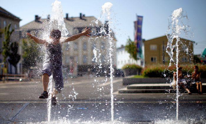 Abkühlung: Erst am Sonntag sollen sich im Osten die Temperaturen auf normale 30 Grad einpendeln.