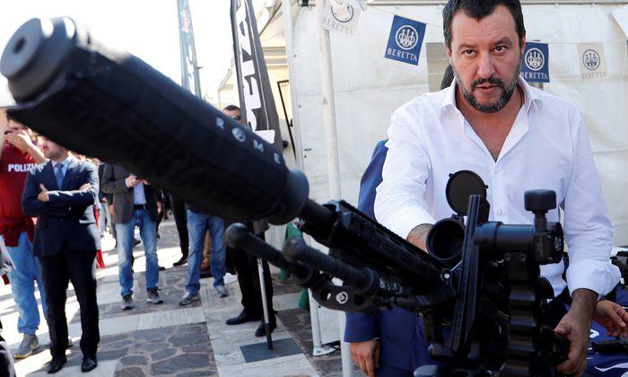 Lega-Chef Salvini geht auf Konfrontation mit Brüssel und überlegt eine Spitzenkandidatur bei der EU-Wahl.