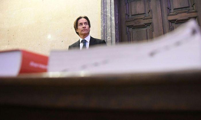 Am 12. Dezember 2017 musste Karl-Heinz Grasser erstmals vor seine Richterin treten.