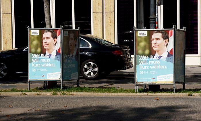Viele ÖVP-Plakate sah man im Frühherbst. Ob hinter der Überschreitung der Wahlkampfkosten der ÖVP Absicht steckte und ob der Falter dies nachweisen kann, wird Thema vor Gericht sein.
